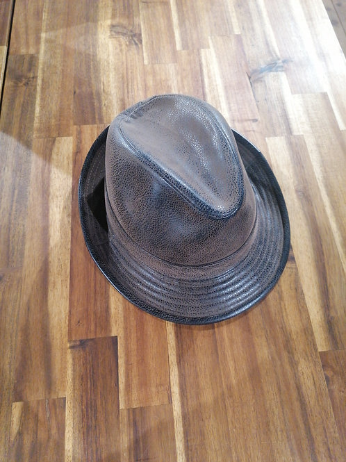 Chapeau imitation cuir marron T55