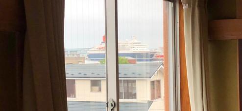 3階窓の風景〜クルーズ船の入港
