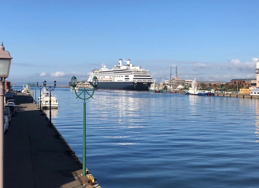 大型クルーズ船も入港します