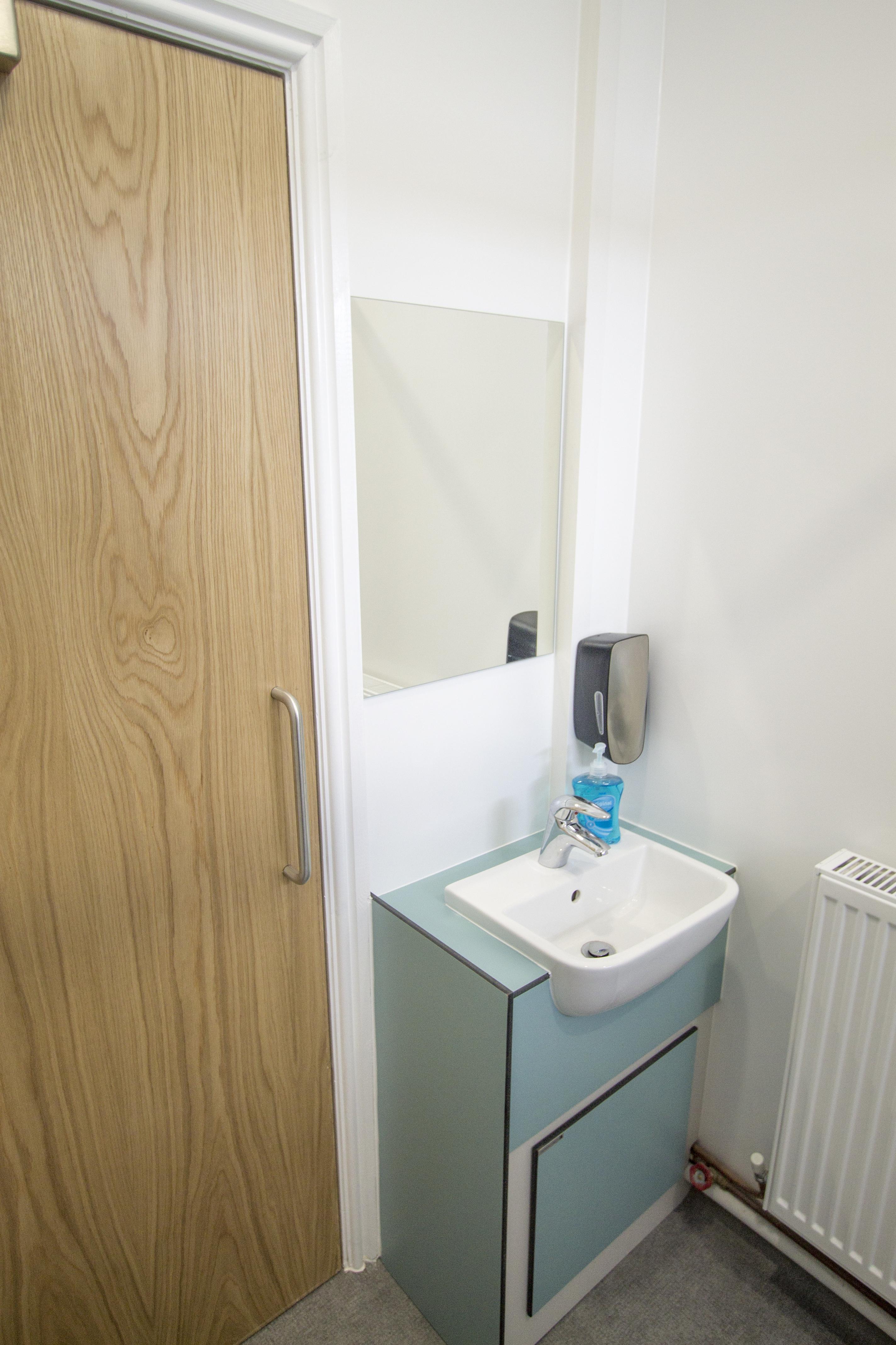Single washroom sink