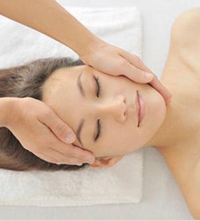 Gesichtsmassage mit Meersalz - Peeling (