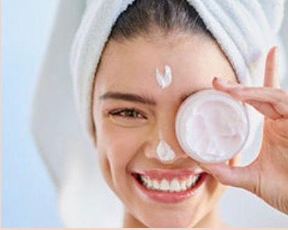 Gesichtsmassage mit Vitamin C - Peeling