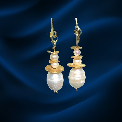 Earrings-Freshwater pearls with golden freeform toppers