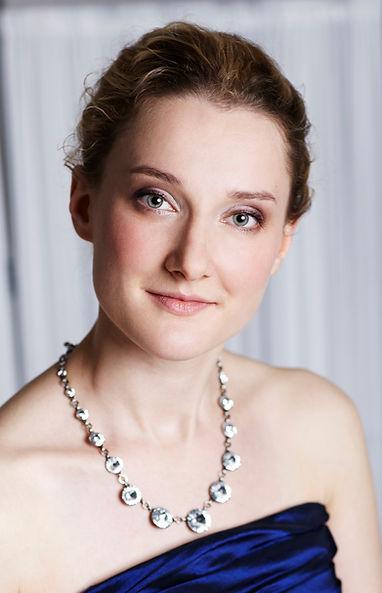Anna Hofmann Portrait.jpg