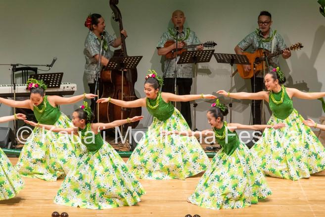 Group Kaikamāhine ʻAuana - Hālau Hula Nanea I Kou Nani