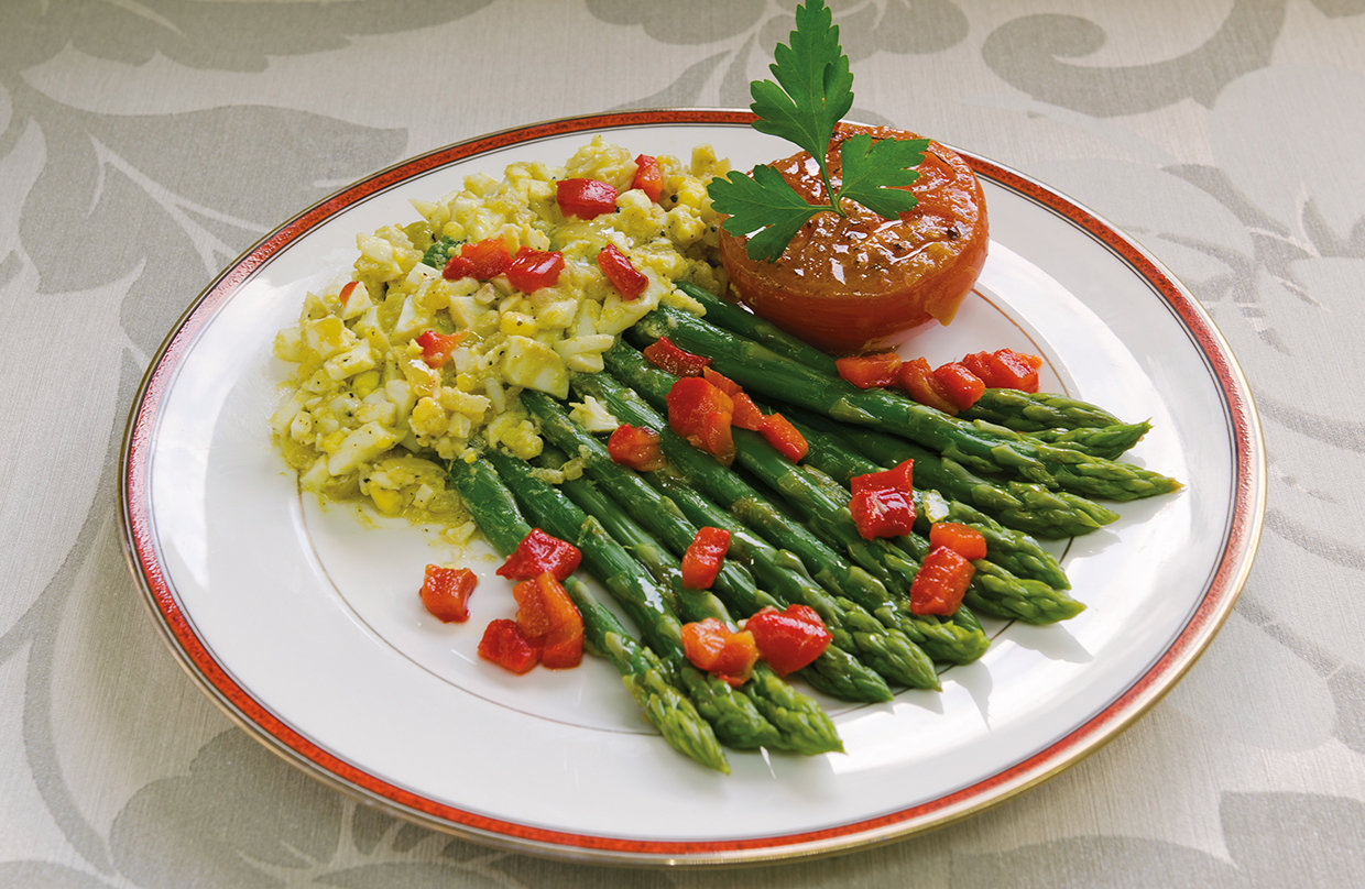 Asparagus with egg sauce and tomato