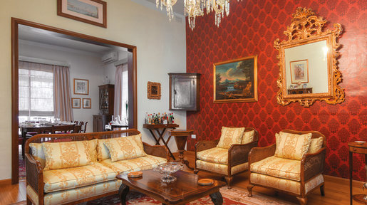 The sitting room is very traditional, furnished with some fine Regency antiques. The wallpaper here is from Tanti Interiors. © Alan Carville