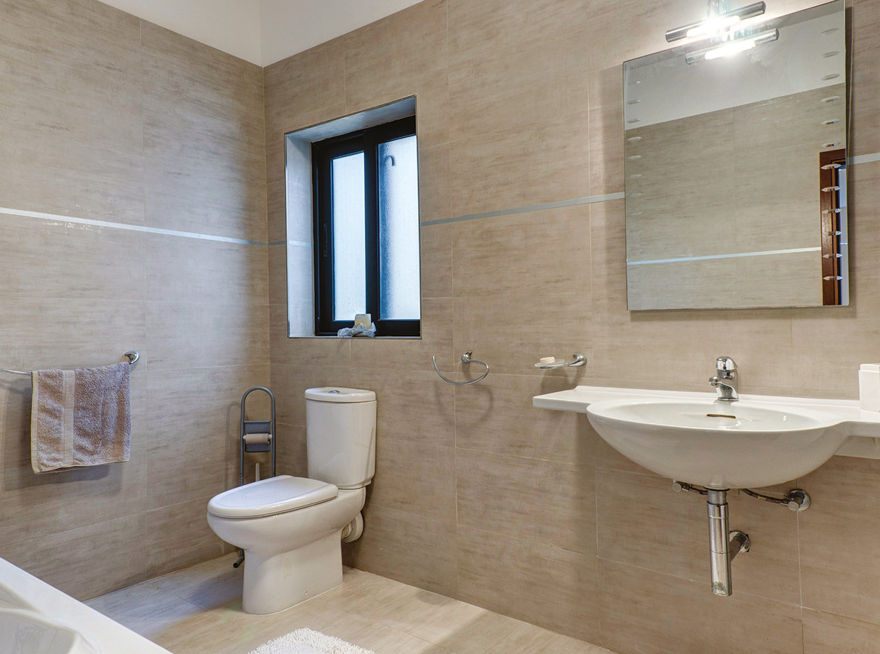 Both bathrooms are well proportioned and use simple white ceramics. © Alan Carville
