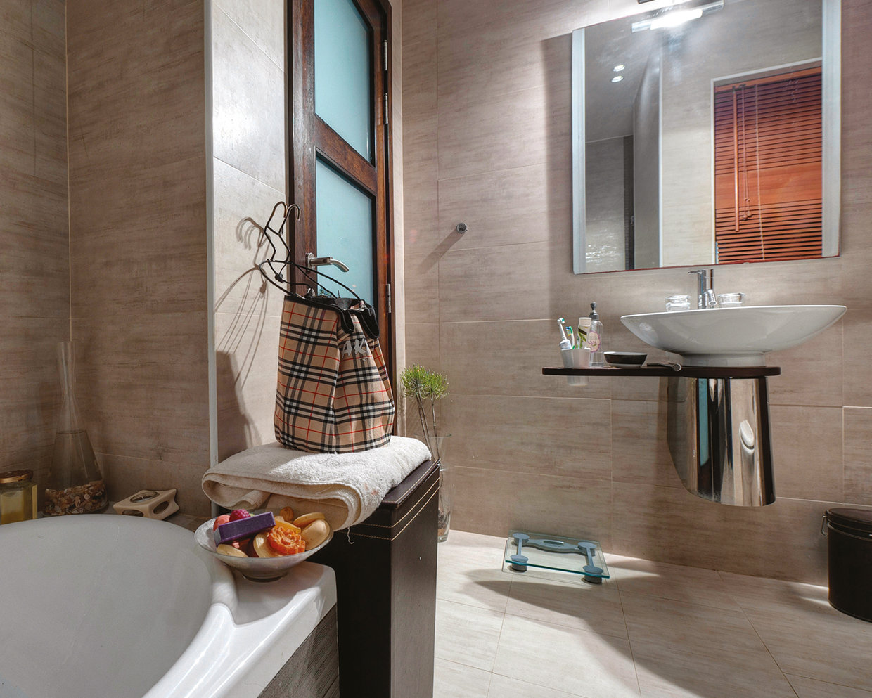 The bathroom is another surprisingly spacious room, the owner having knocked through two smaller bathrooms. © Alan Carville