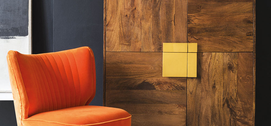 This little nook shows us the perfect pairing of wood contrasting with brass.