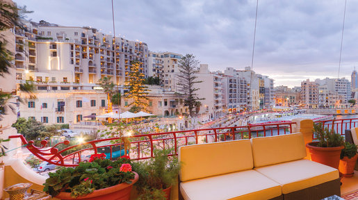 The terrace at dusk – looking out over Balluta Bay. © Alan Carville
