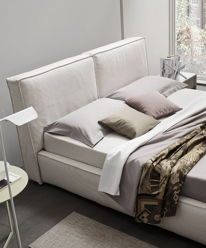 Soft and delicate, covered in fabric. This bed provides the ideal space to relax in and allow your dreams to take shape.