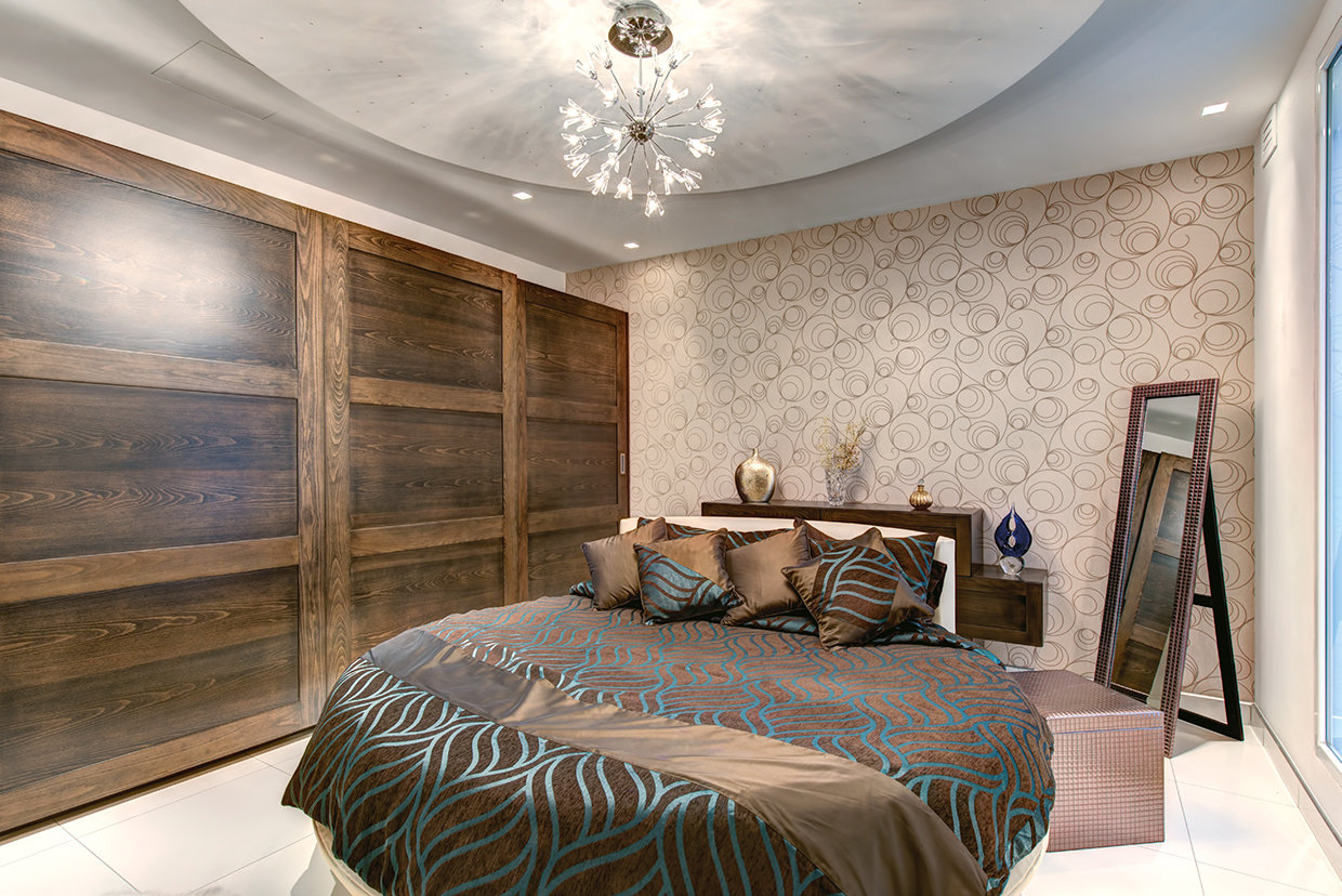 The Master bedroom, with its multi textures and patterns, is visually interesting but has the effect tempered to achieve a more relaxed feel by the use of neutral colours with the gentle accent of turquoise creating a calming effect. © Alan Carville