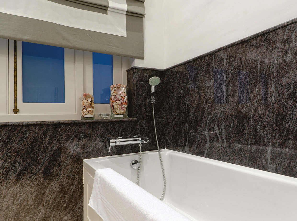 Dark grey marble. Grey and white Roman blind by Biggie Best. © Alan Carville