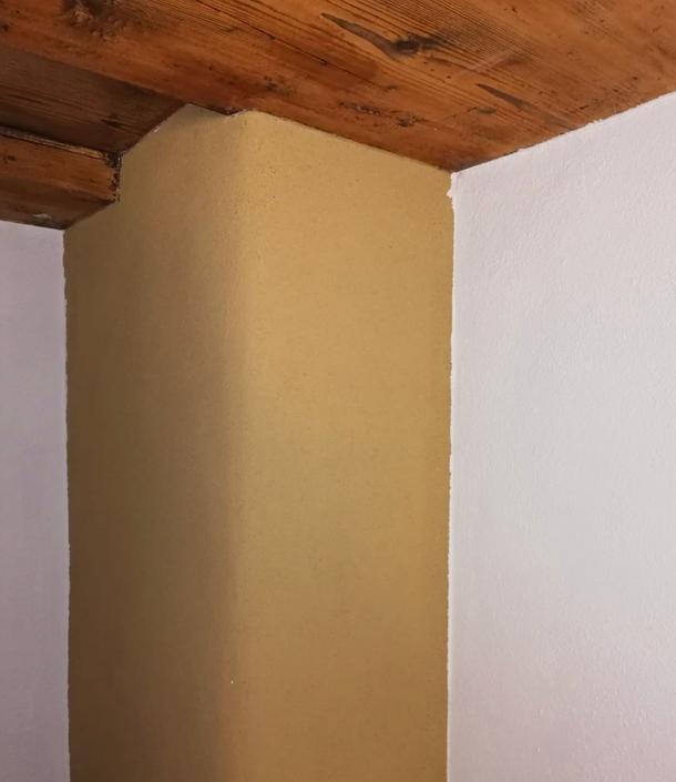 Altholzdecke mit Lehmwand