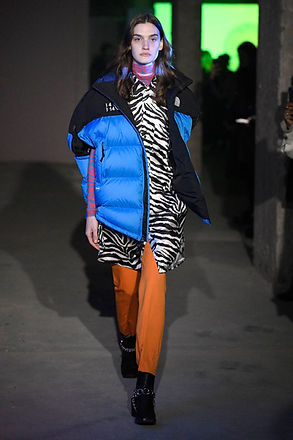 Model-Fashion-Show-MM6-Maison-Margiela.j