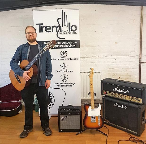 Guitar Tutors - Tremolo Guitar School.jp