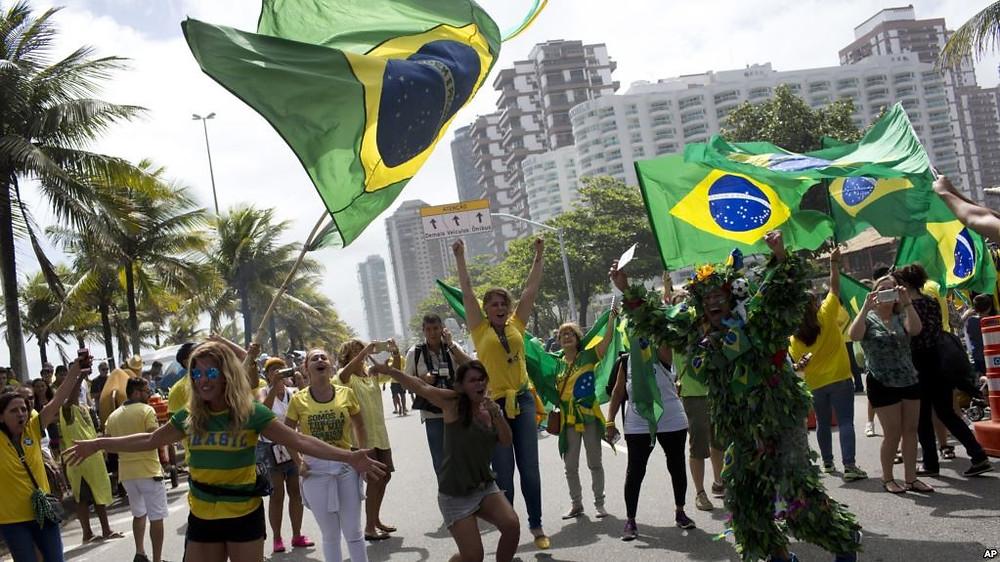 Des partisans de Jair Bolsonaro, le 28 octobre 2018 à Rio de Janeiro (AP Photo / Silvia Izquierdo)