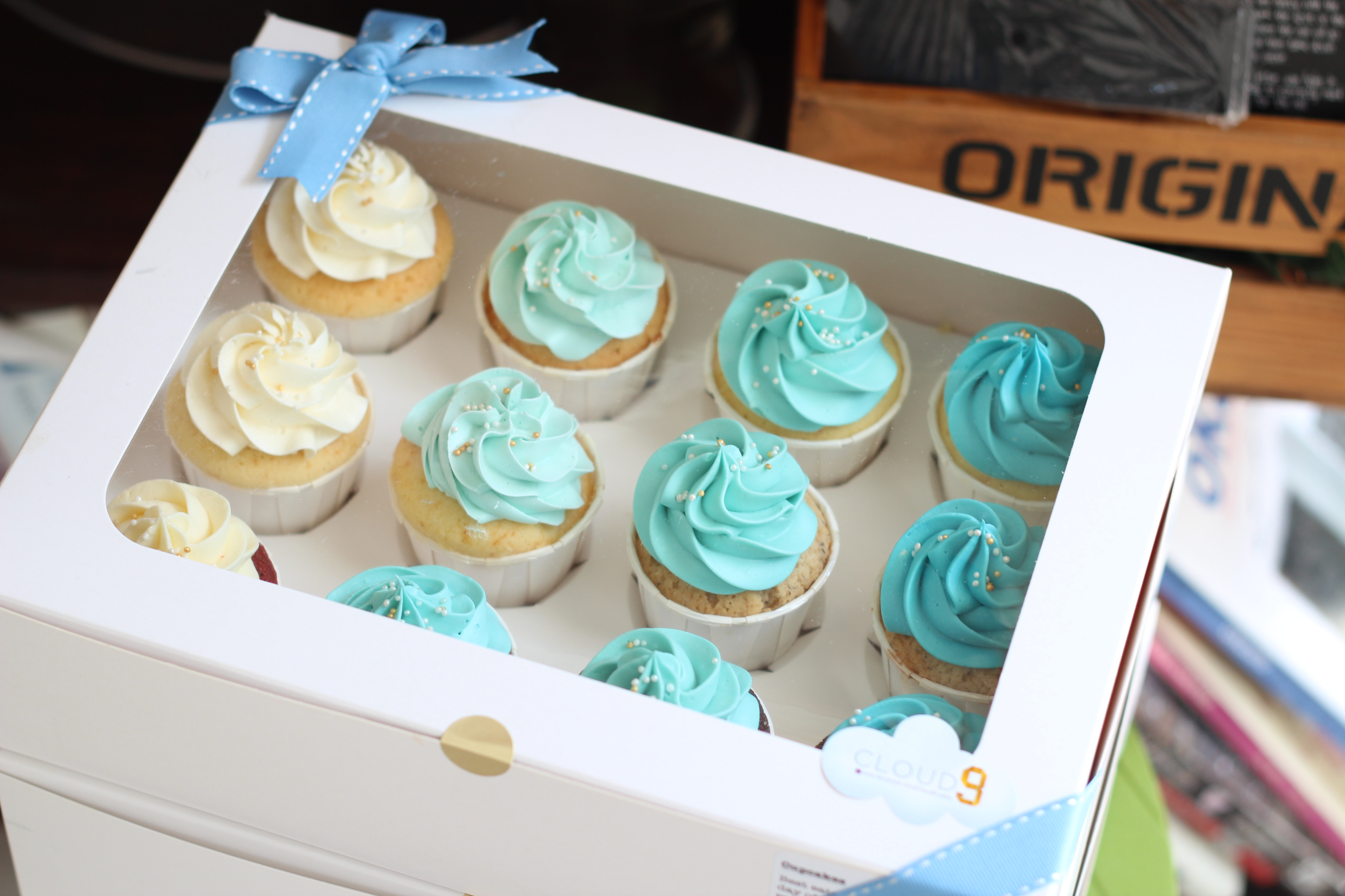 ombre blue cupcakes