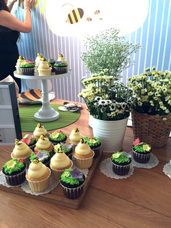 Bee themed cupcakes_edited