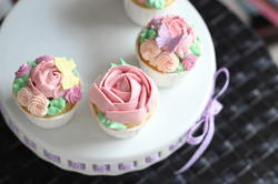 buttercream flowers on cupcakes