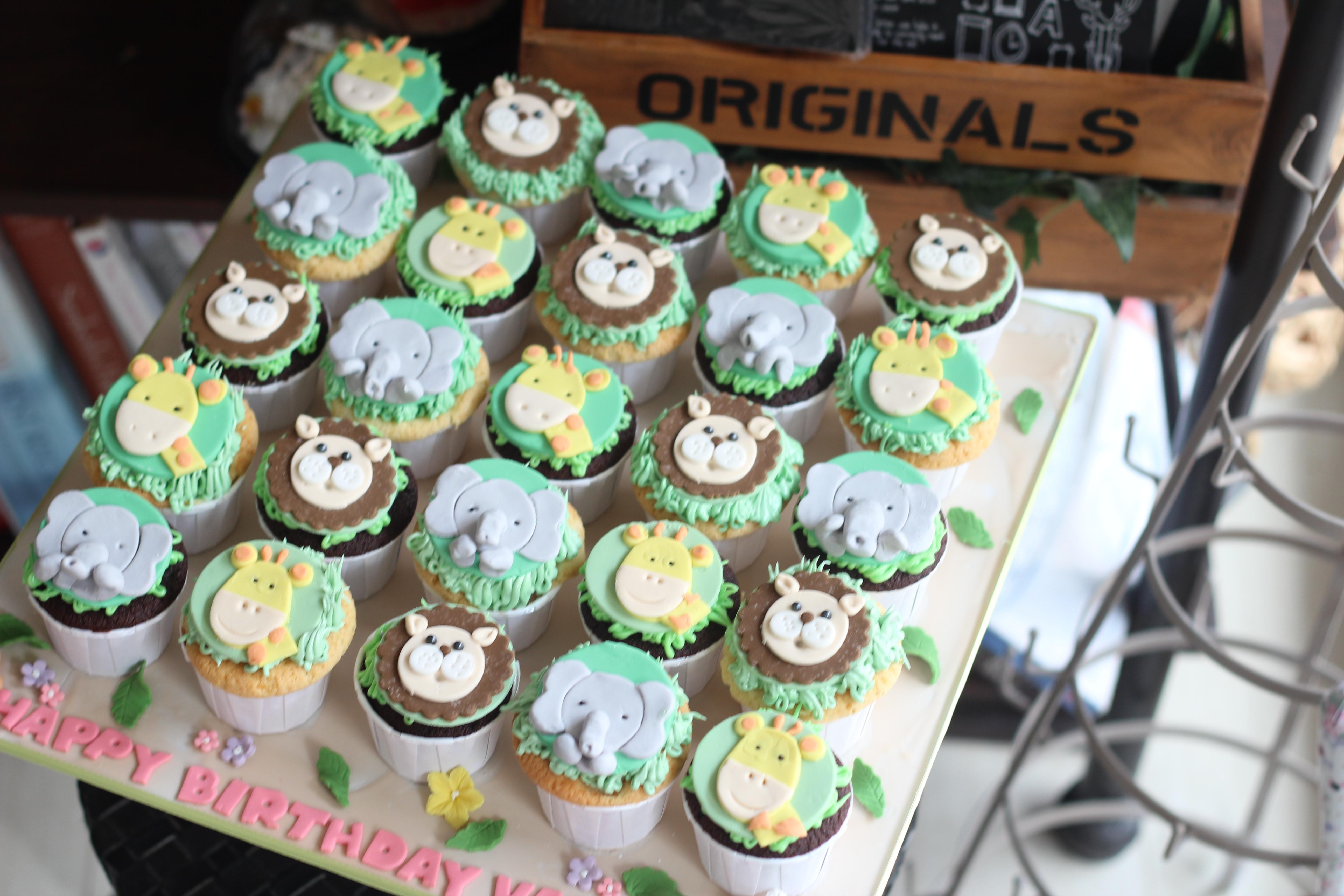 Animal cupcakes fondant topper