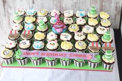 Alice in the wonderland cupcakes