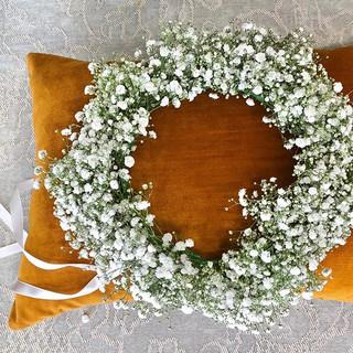 For S. 😘 #gypsophila #babiesbreath #flowercrown #crown #howick #howickflorist.jpg