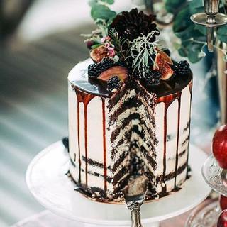 Devine cake inspo right here! 😍 #weddin