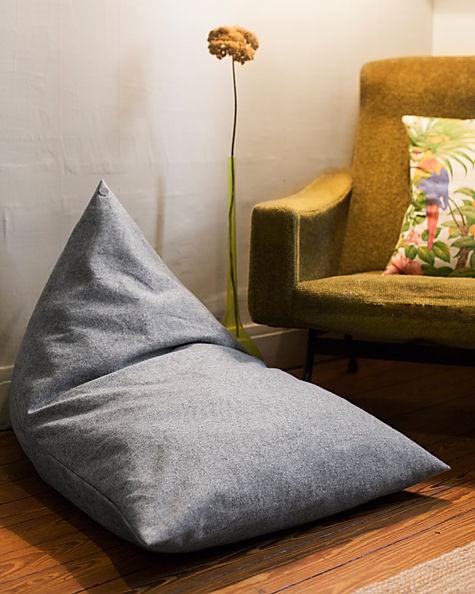 Panier pour chien design en lainage gris de la marque Chien-Chien. Déhoussable et lavable en machine. Fabriqué en France à la main.