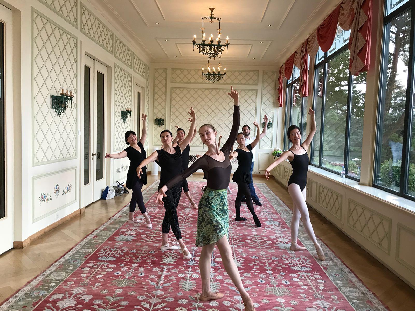 Adult ballet class (studio)
