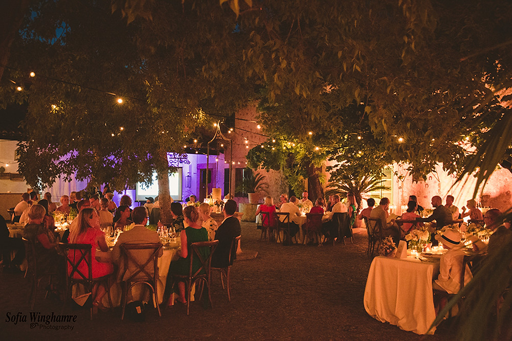 cozy outdoor wedding dinner