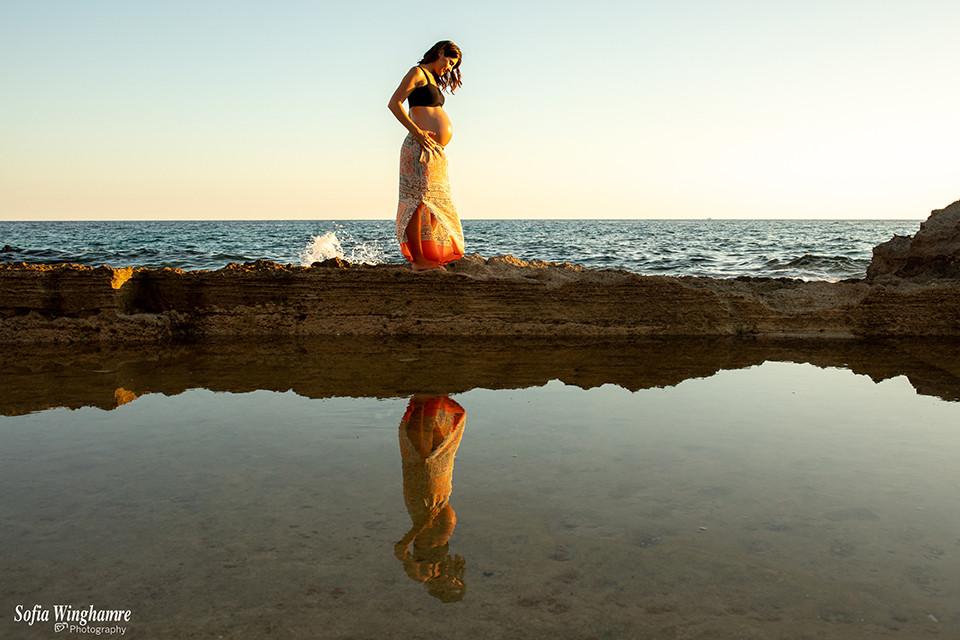 Maternity photographer in Mallorca