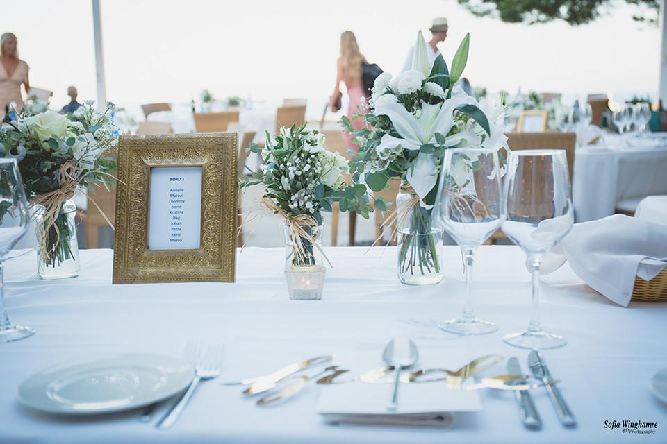 Wedding dinner, table setting.