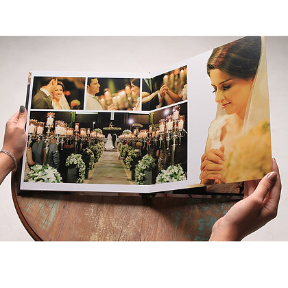 Álbum editado aberto 60 x 30 cm.