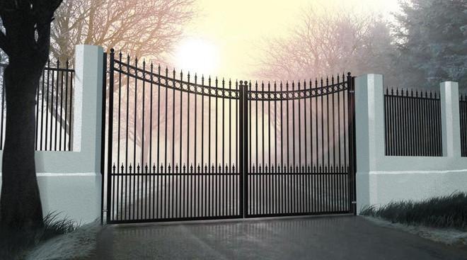 Traditional Iron Driveway Gate