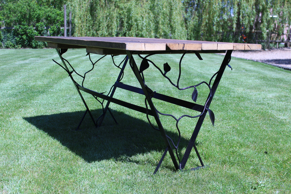 Vine & Leaf Table