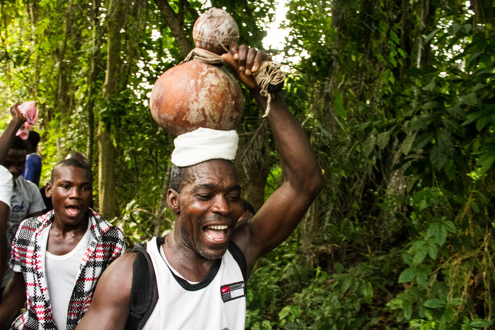 Calabash Carrier {arrivial from the river}