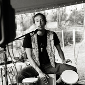 Arachai performing