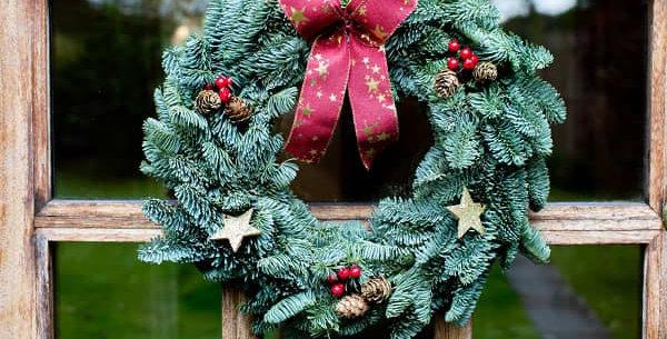 Red Star Pine Wreath