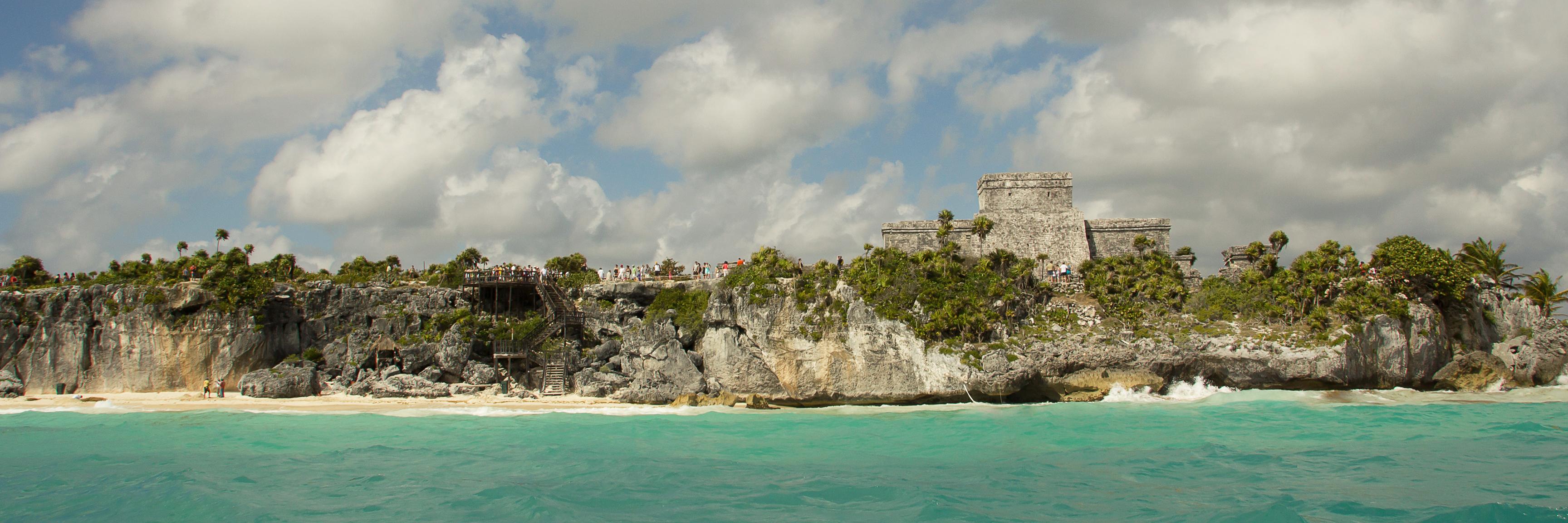 tulum-ruins-seaside-mexico-sina-falker