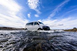 fotoreisen-fotoreise-world-geographic-excursions-island-iceland-furten-auto in wasser
