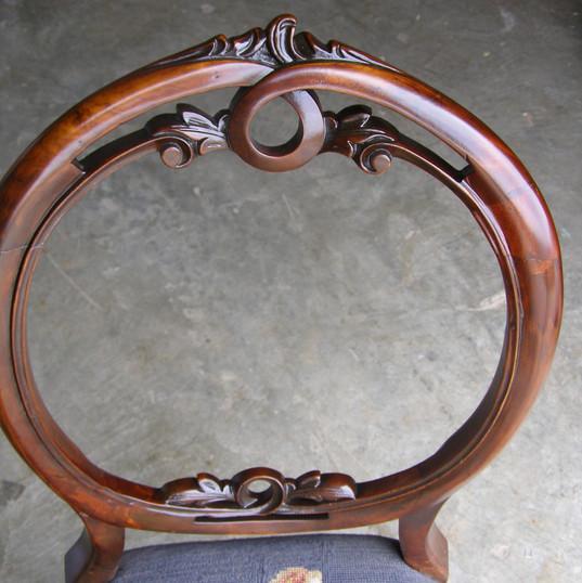 כסא עתיק עם גב שבור - אחרי