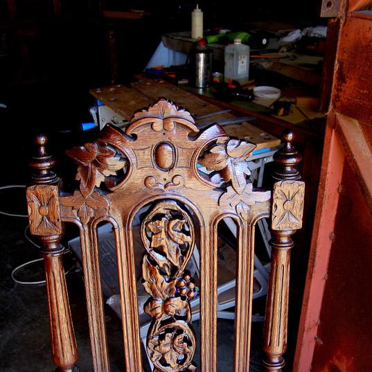 חידוש גב כסא עץ מעוטר - אחרי