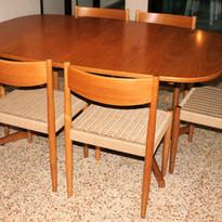 שולחן אוכל וכסאות קליעה