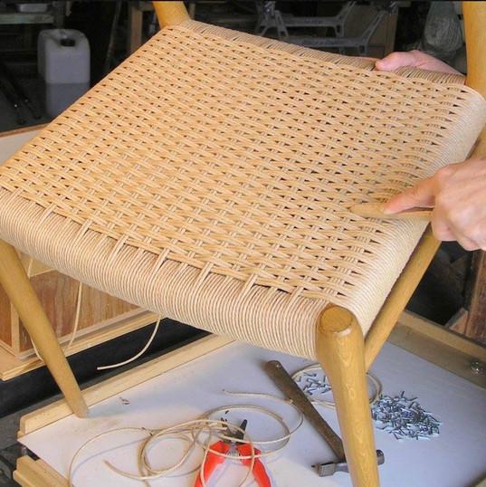 קליעת כסאות בקש דני