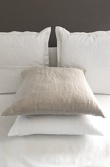 ASR_Beige_White_pillows.HEIC