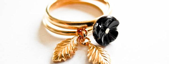 Ring Black Flower Gold