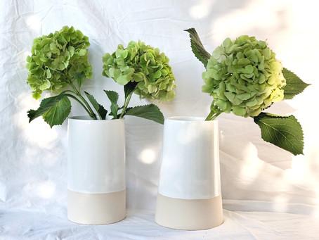 Welcome to the family. Die neuen Vasen aus Steingut