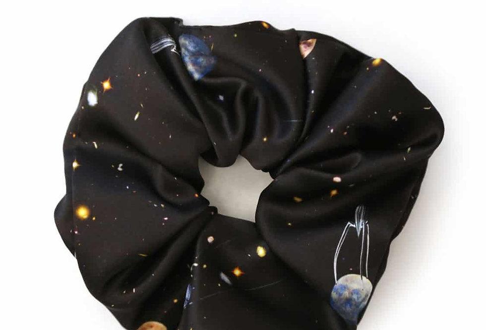 Space - Scrunchie aus Seidensatin